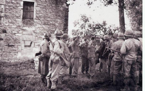 1944-09-05-givry-5-prisonniers-allemands-suite.jpg