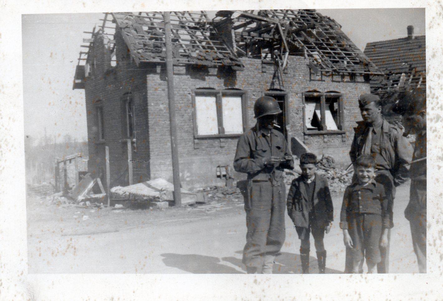 1945 03 drusenheim pc 4eme escadron mars 1945 001