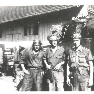 L equipage du char pegase du 2eme r s a r 2eme escadron en alsace 20 mars 1945 de gauche a droite albertin ceresuel et amiot photo 1 copier