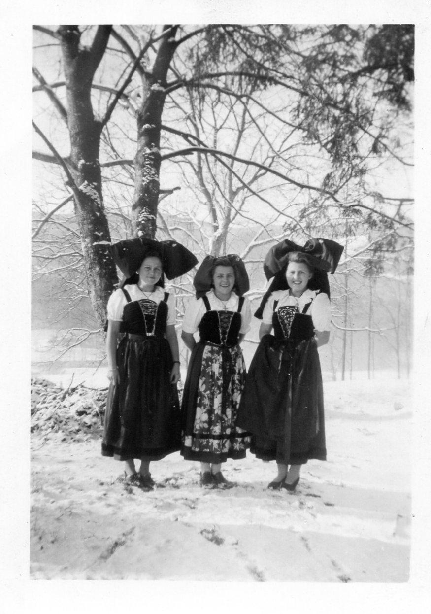 W 1945 les marraines du pelotoncaniot a sickert1945